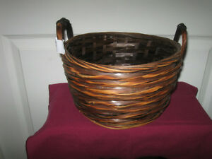 VINTAGE ROUND / DEEP WOVEN WICKER BASKET with HANDLES