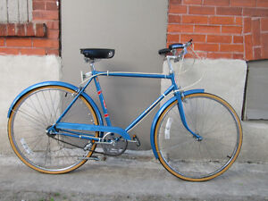 SPORTS TOURING BICYCLE