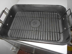 like new roasting pan
