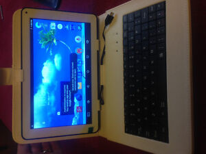 BRAND-NEW 8gig tablet with keyboard case