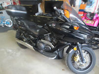 AMAZING BIKE-ONLY 2000 KMS! AWESOME RIDE! Manual or automatic