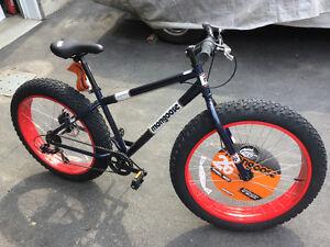 NEW Fat Tire Bike Mongoose Dolomite Fat bike NEUF