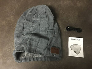 New wireless Bluetooth music tuque hat