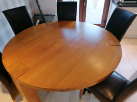 Solid oak dining table and 6 brown leather chairs