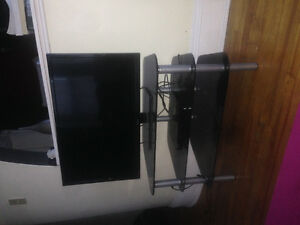 RVC flat screen tv with Samsung blue ray/smart tv/glass stand