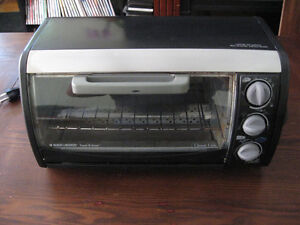 TOASTER CONVECTION OVEN PIZZA OVEN  MADE BY BLACK & DECK