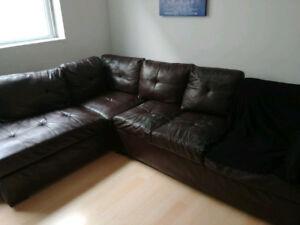 Beau sofa sectionnel propre confo120$posibilite de livraison