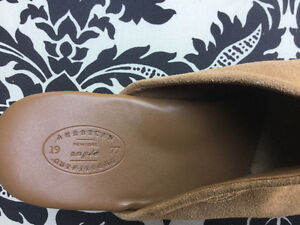 American Outfitters suede shoes-size 9 Windsor Region Ontario image 2
