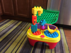 "*Fisher Price* POP ONZ ""Pop 'n' Twirl"" BUILDING TABLE"