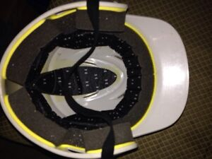 Baseball helmet great condition  size 5 7/8 - 6 3/4 Windsor Region Ontario image 4