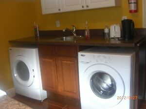 *NEW RELEASE* NICE 4-BED APT FOR RENT (5 MIN. WALK TO QUEEN'S)