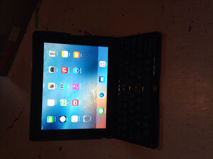 iPad3 32g excelent condition with Benin keyboard