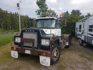 1970 Classic Mack R600 and matched float