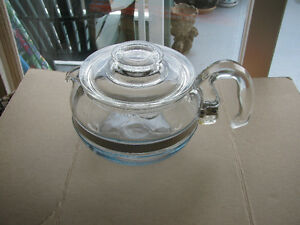 Pyrex 6 Cup Tea Pot Made in the USA model 8446 B Glass Flameware