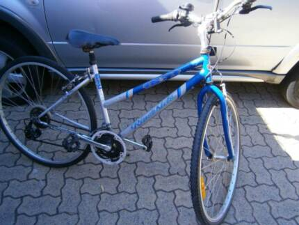 Unisex INDi 700c wheels Hybrid bike. 21 speed Shimano. Good cond.