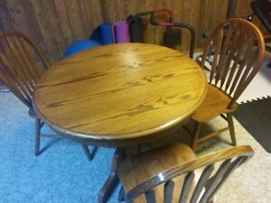 Oak table and chairs mint condition