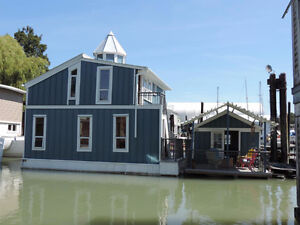 Executive Float Home! Includes All Appliances & Furniture