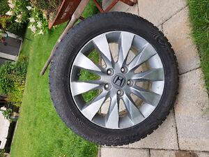 pneus d'hiver 16 po. sur mags Honda d'origine