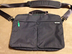 INCASE COMPUTER &/OR TABLET CARRY BAG
