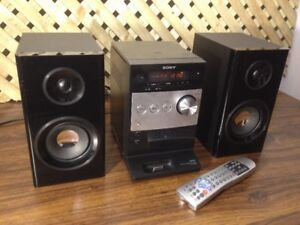 Sony CMT-FX300i Compact Dock /Stereo