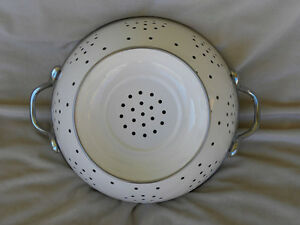 White Enamel Colander Strainer Metal London Ontario image 2