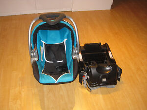 COMME NEUF Coquille + Base Siege d'auto pour bebe Baby Trend