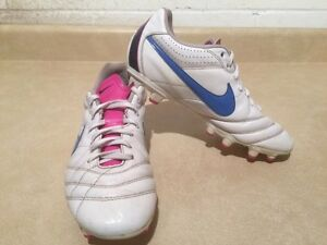 Women's Nike Tiempo Outdoor Soccer Cleats Size 8 London Ontario image 3
