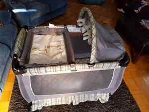 Graco playpen with change table  excellent Kitchener / Waterloo Kitchener Area image 6