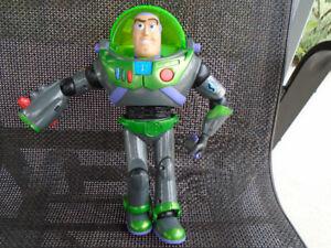robot  histoire de jouets /  buzz l éclair /parle français