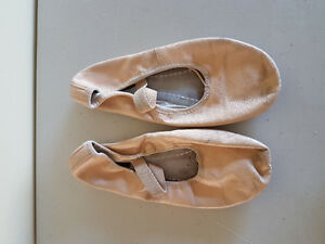 Girl's ballet slippers size 41/2 M
