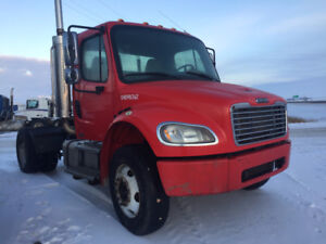 single axle Freightliner 5th wheel  truck,  shunt