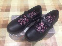 Trespass new in box black girls school shoes,sz.3
