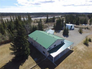 Large house on 5 acres in Sundre