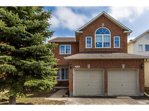 Beautiful detached home in Hunt Club!