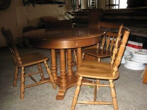 maple dining table & 5 chairs