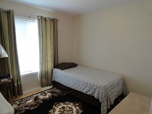 ROOM FOR RENT IN BRIARWOOD