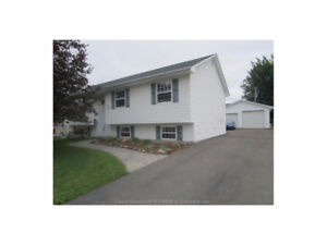 INVITING OFFERS - $189,900! 35 ROCKMAPLE DR. - OFF MAPLEHURST!