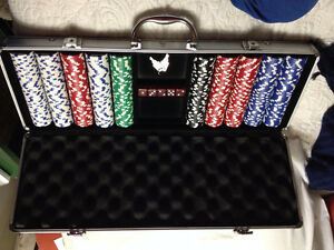 500pc poker service with lockable aluminum case