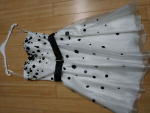 Robe blanche a pois noire/ White dress with black dots