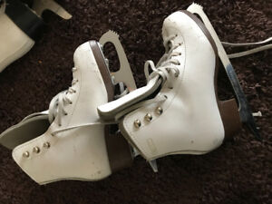 Girls figure skates size 1 and size 2