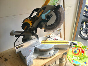 "12"" Dewalt Double Bevel Sliding Compound Miter Saw"