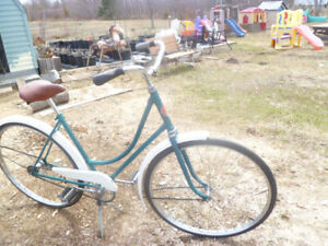 CCM 1954 ANTIQUE WOMAN 28 INCH SINGLE SPEED BICYCLE