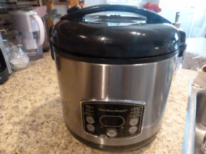 BRAND NEW RICE COOKER AND STEAMER