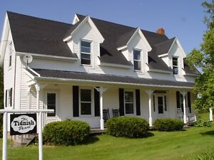 """Heritage Era Tranquil """"Up Country"""" Home near Beach"""