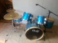7 Piece Drum Set by SWB plus Microphone stand