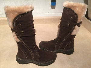 "Women's ""Town Shoes"" Winter Boots Size 6.5 M"