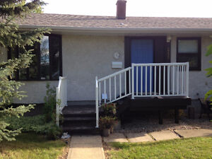 CHARMING 3+1 BDRM IN EASTVIEW WITH HUGE FENCED YARD