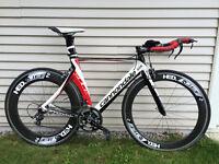 Vélos de route, vélo de contre la montre/triathlon et roues