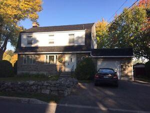 Maison à étages à Pierrefonds 625 000$ *BORD DE L'EAU