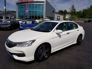 2016 Honda Accord Touring / Leather / Nav